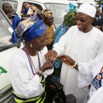 Governor State of Osun, Ogbeni Rauf Aregbesola, handing over key of a bus to a market women leader in Ayedire Local Government, Mrs Amudat Muraina. With thèm is Président, Iyaloja of thé State, Chief (Mrs) Awawu Asindémade (right) and others, during thé distribution of Buses to thé market women in all thé Local Government by thé State Government in Osogbo, State of Osun