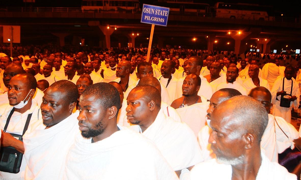 589 Osun pilgrims  In Makkah 1A