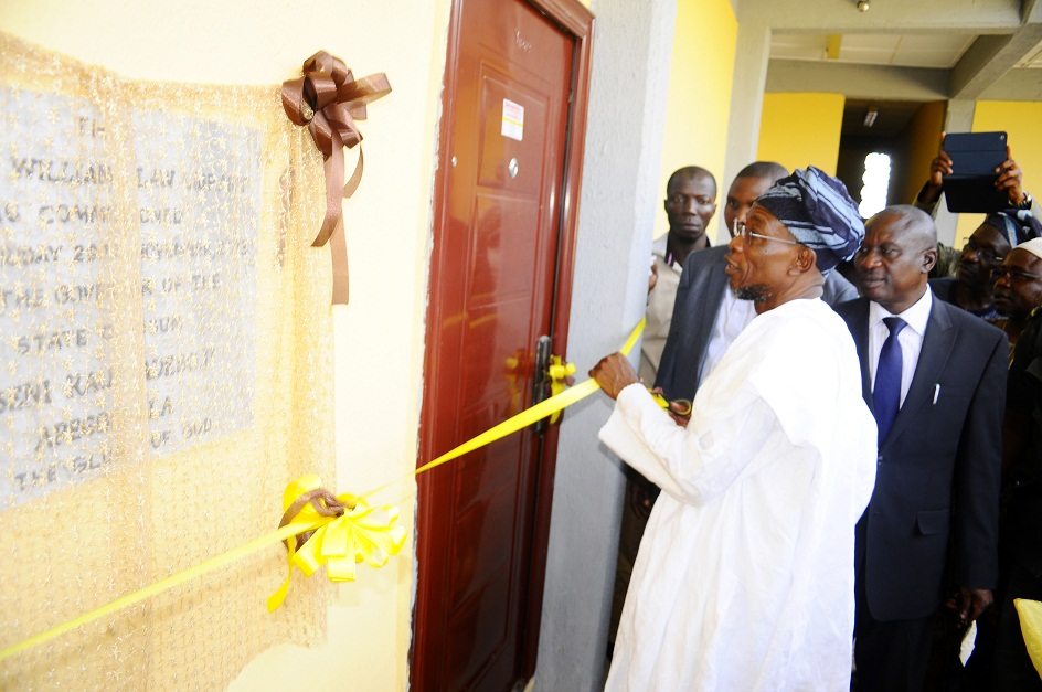 From right, Attorney General and Commissioner for Justice, Barrister Wale Afolabi; Governor State of Osun, Ogbeni Rauf Aregbesola and others, during the Commissioning and Inspection of Sir Sapara Williams Law Library, in the Ministry of Justice, State Secretariat, Abere via Osogbo, State of Osun on Friday 29-11-2013