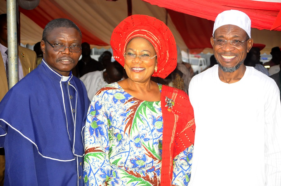 Governor State of Osun, Ogbeni Rauf Aregbesola (right) and Chairman, Christian Association of Nigeria (CAN) Osun Chapter, Reverend Elisha Ogundiya (left) at the Christmas Carol Cantata 2013 organised by the State Government in conjunction with CAN Osun Chapter, at Government House, Osogbo, State of Osun