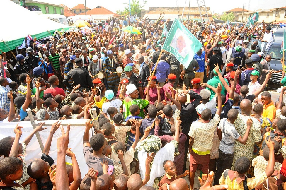 Governor State of Osun, Ogbeni Rauf Aregbesola acknowledging cheers from crowd on his arrival to Commission the completed Ansar-Ul-Deen (AUD) Government Elementary School in Isale-Osun, Osogbo, State of Osun on Thursday 13-03-2014