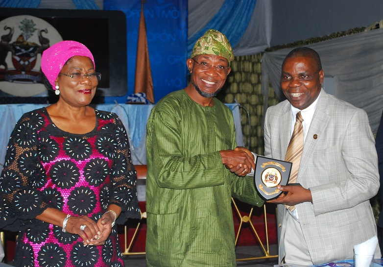 The Governor State of Osun, Ogbeni Rauf Aregbesola (middle); Presenting gift to the 1st Vice President of Nigerian Institute of Estate Surveyors & Valuers (NIESV), Mr Ajayi Patunola and Deputy Governor, Mrs Titi-Laoye-Tomori, during the Investiture of Governor Aregbesola as Patron of the Imstitute, at the Government House, Osogbo on Saturday 11-10-2014