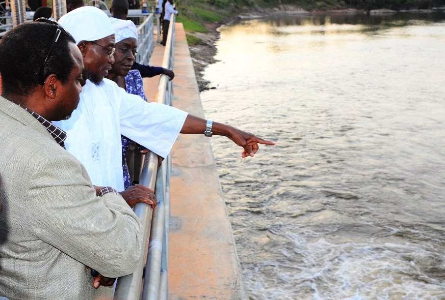 Governor State of Osun, Ogbeni Rauf Aregbesola (middle); Former Special Adviser to the Governor on Water Resources, Mrs. Tawakalitu Williams (right) and Mr. Sola Adeeyo (left) at the recent Inspection Tour to the Kajola Water Dam in the Satate of Osun