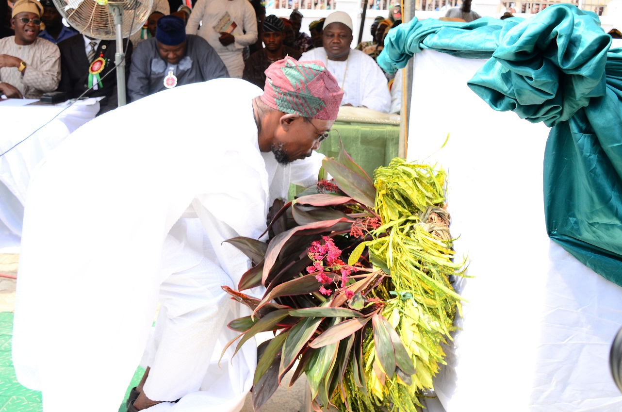 Governor State of Osun, Ogbeni Rauf Aregbesola laying the wreath, during 2015 Armed forces Remembrance Day Celebration at the Military Cenotaph, Osogbo, State of Osun on Thursday 15-01-2015