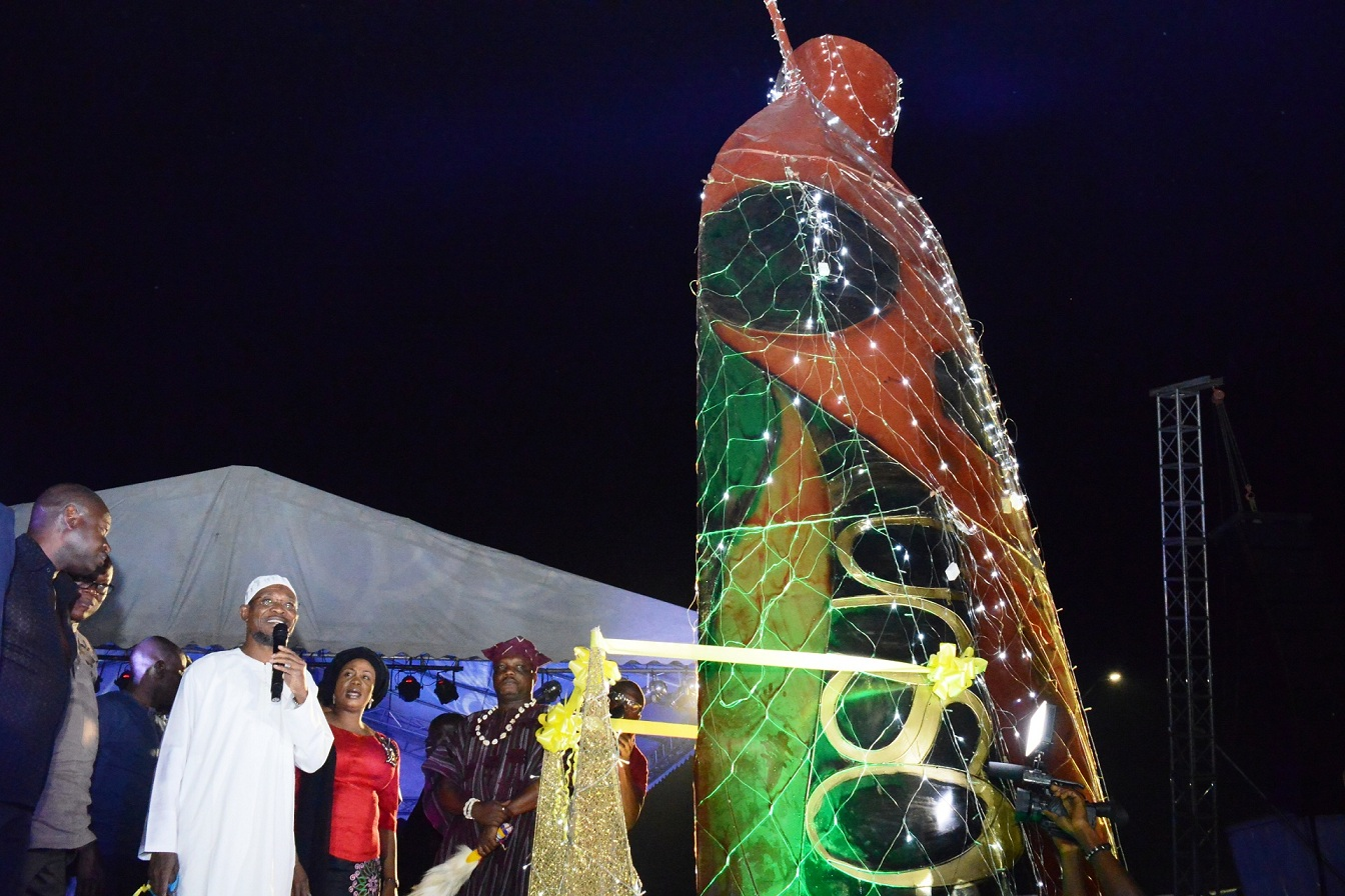 Governor State of Osun, Ogbeni Rauf Aregbesola, commissioning Gong in commemoration of year 2015, courtesy of the State Government. With him is his wife, Sherifat and others, at the Freedom Park, Osogbo, State of Osun on Thursday 01-01-2015