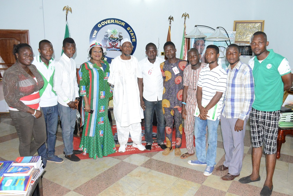 Governor State of Osun and South West Coordinator APC Presidential Campaign, Ogbeni Rauf Aregbesola; his Deputy, Mrs Titi Laoye-Tomori; President, National Association of Osun State Students ((NAOSS), Offa Poly Chapter, Mr. Akintunde Maruf (6th right); Secretary General, National Association of Polytechnic Students (NAPS), Mr Seriki Ibrahim Olawale (5th right); Student Union Government (SUG), Mr Adegbele Hammed (2nd left) and NAPS Director of women Affairs, Miss Giwa Oluwadamilola (left) and others, during a visit to declare support for Gen. Muhammadu Buhari presidency, at Government House in Osogbo on Tuesday 03-02-2014