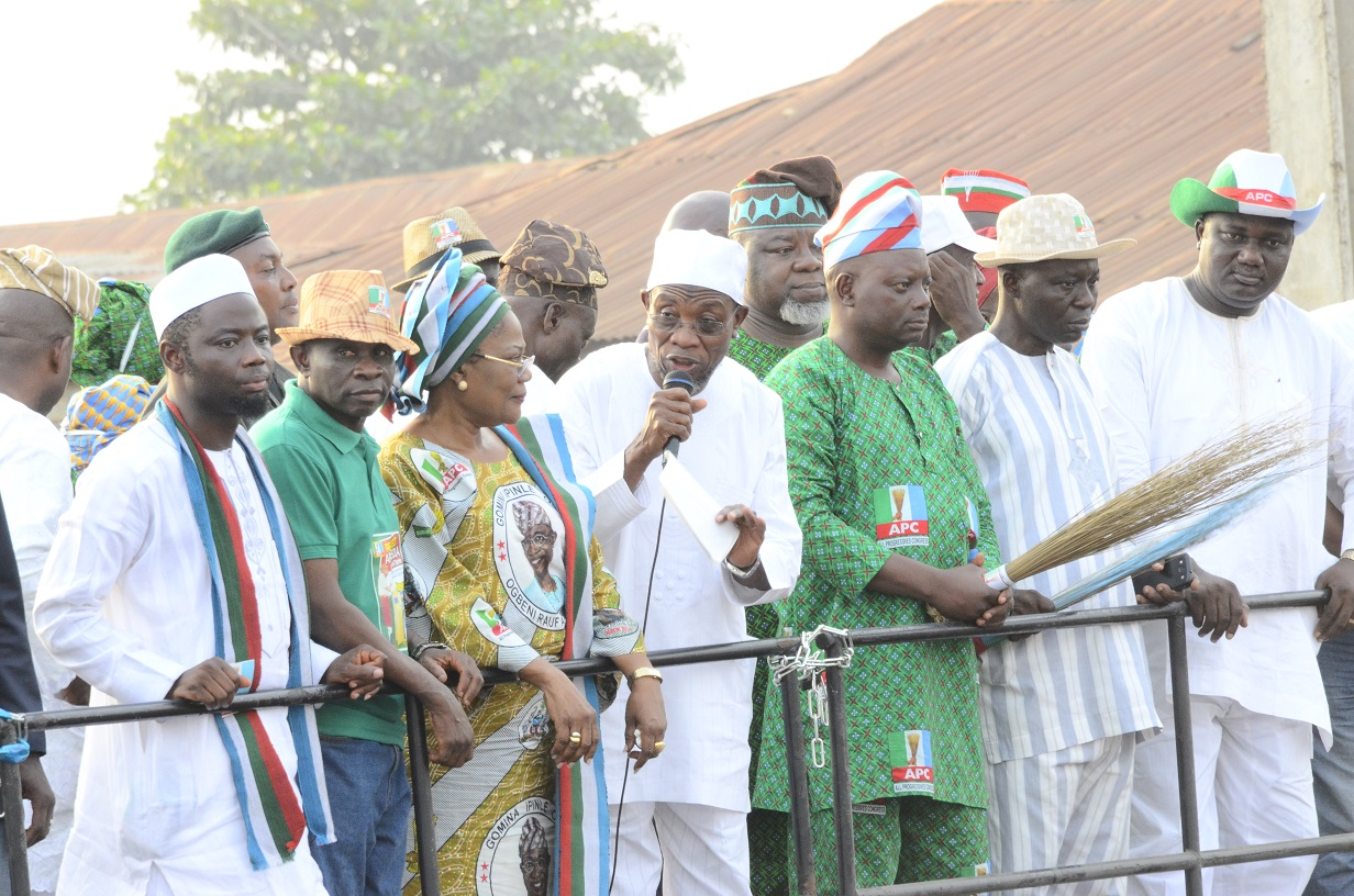 South West Coordinator, Buhari/Osibajo Presidential Campaign, Governor Rauf Aregbesola (middle); his Deputy, Mrs. Titi Laoye- Tomori (3rd left); State Chairman, All Progressives Congress, Prince Gboyega Famodun (right); State APC Secretary, Alhaji Rasak Salinile (2nd right); Former Commissioner for Local Government and Chieftaincy Affairs, Barrister Kolapo Alimi (left); APC Chairman, Orolu Local Government, Alhaji Sakariyahu Adebayo Oyegbemi (2nd left) and others during Presidential/National and State House of Assemblies Electioneering Campaigns at Ifon in Orolu Local Government Area of the State