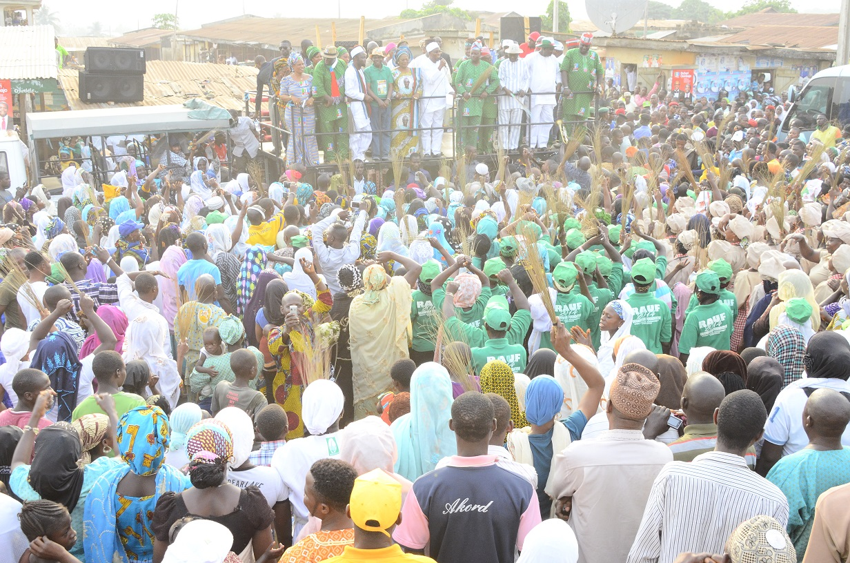 South West Coordinator, Buhari/Osibajo Presidential Campaign, Governor Rauf Aregbesola and other All Progressives Congress (APC) Chieftains, addressing the ecstatic supporters at the Presidential/National and State House of Assemblies Electioneering Campaigns at Ifon in Orolu Local Government Area of the State