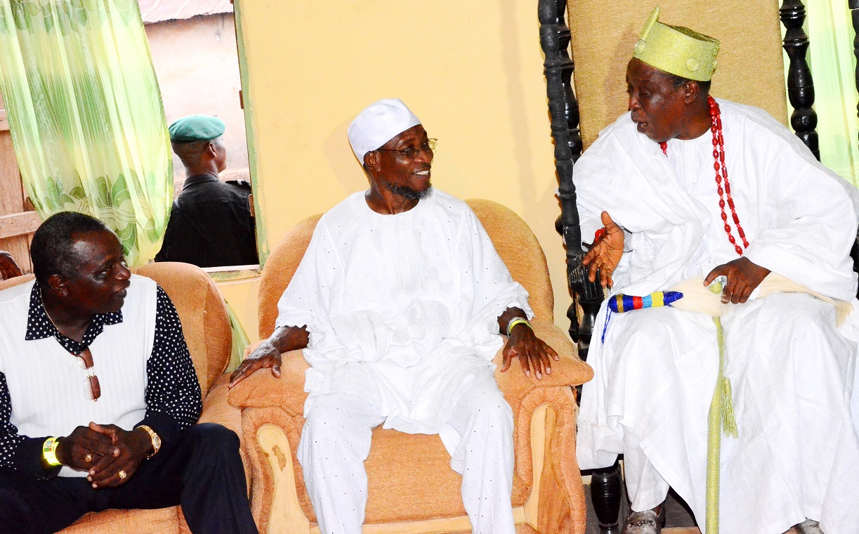 South west coordinator, Buhari/Osibajo Presidential Campaign, Governor Rauf Aregbesola (middle); Former Governor Olagunsoye Oyinlola (left) and Elende of Eko-Endeland, Oba Rauf Adebayo Omoniyi, during Aregbesola's Grassroot Campaign for Buhari/Osibajo Presidency along National and State House of Assemblies seats, at Eko-Ende, Odo-Otin Local Government Area on Wednesday 18-03-2015