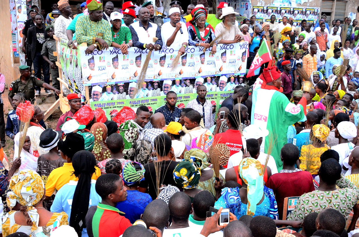 South west coordinator, Buhari/Osibajo Presidential Campaign, Governor Rauf Aregbesola  (third right); his deputy, Mrs. Titi Laoye Tomori (second right); Former Governor, State of Osun, Prince Olagunsoye Oyinlola (3rd left); Osun APC Central Senatorial Candidate, Sen. Olusola Adeyeye (right); Former APC Chairman, Elder Adelowo Adebiyi (left) and Chief of Staff to the Governor, Alhaji Gboyega Oyetola (second left), addressing the cheering supporters, during Aregbesola's Grassroot Campaign for Buhari/Osibajo Presidency along National and State House of Assemblies seats, at Eko-Ende, Od