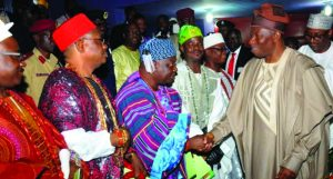 PIC.-17.-PRESIDENT-JONATHAN-VISITS-OONI-OF-IFE-IN-ILE-IFE