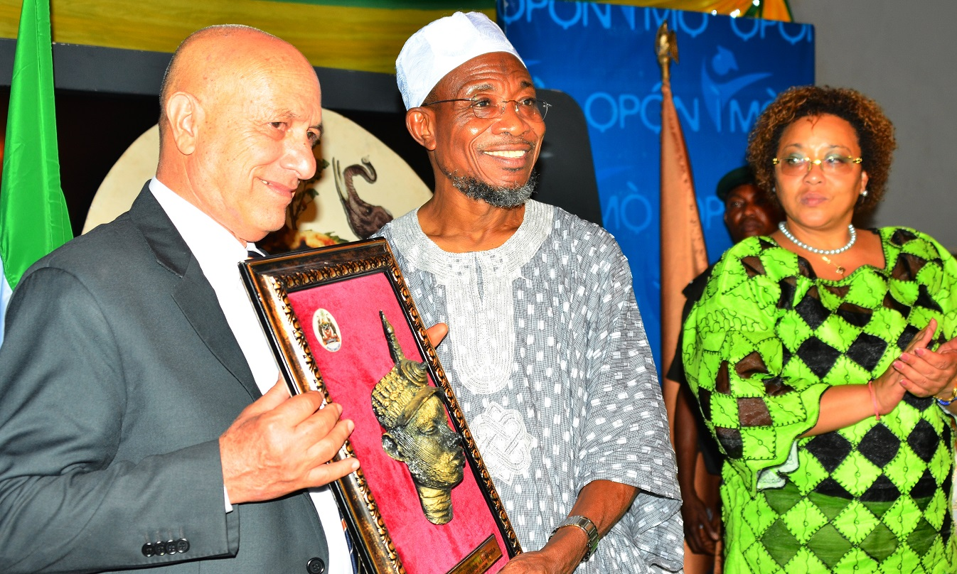 Governor, State of Osun, Ogbeni Rauf Aregbesola (middle) presenting the Yoruba statue to the Cuban Ambassador to Nigeria, Mr. Carlos Trejo Sosa (left), as the Deputy Head of Cuban Commission to Nigeria, Mrs. Miriam Morales Palmero watches, during a dinner party organized by the State Government for the Cuban Envoy, at Government House, Osogbo, on Wednesday 02/09/2015.
