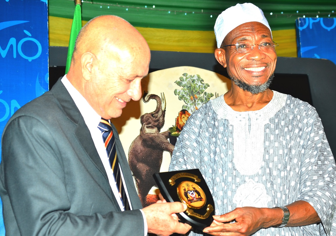 Governor, State of Osun, Ogbeni Rauf Aregbesola presenting the State Emblem to the Cuban Ambassador to Nigeria, Mr. Carlos Trejo Sosa, during a dinner party organized by the State Government for the Cuban Envoy, at Government House, Osogbo, on Wednesday 02/09/2015.