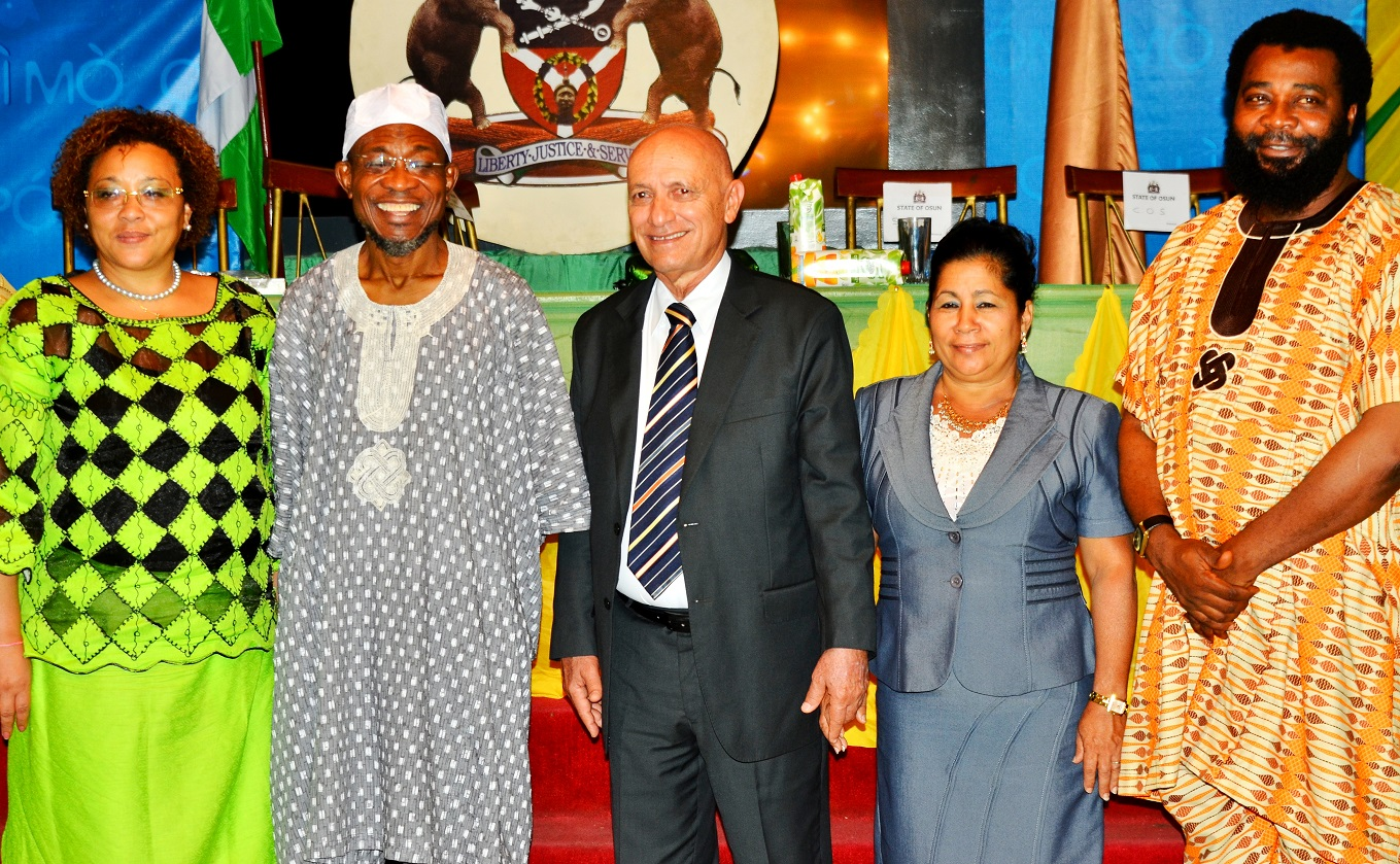 Governor, State of Osun, Ogbeni Rauf Aregbesola (2nd left); Cuban Ambassador to Nigeria, Mr. Carlos Trejo Sosa (middle), his wife, Mrs.Nelba Peirg Morales (2nd right), Deputy Head of Cuban Commission to Nigeria, Mrs. Miriam Morales Palmero (left) and Director General, De Raufs Volunteer International Group, Comrade Amitolu Shittu, during a dinner party organized by the State Government for the Cuban Envoy, at Government House, Osogbo, on Wednesday 02/09/2015.