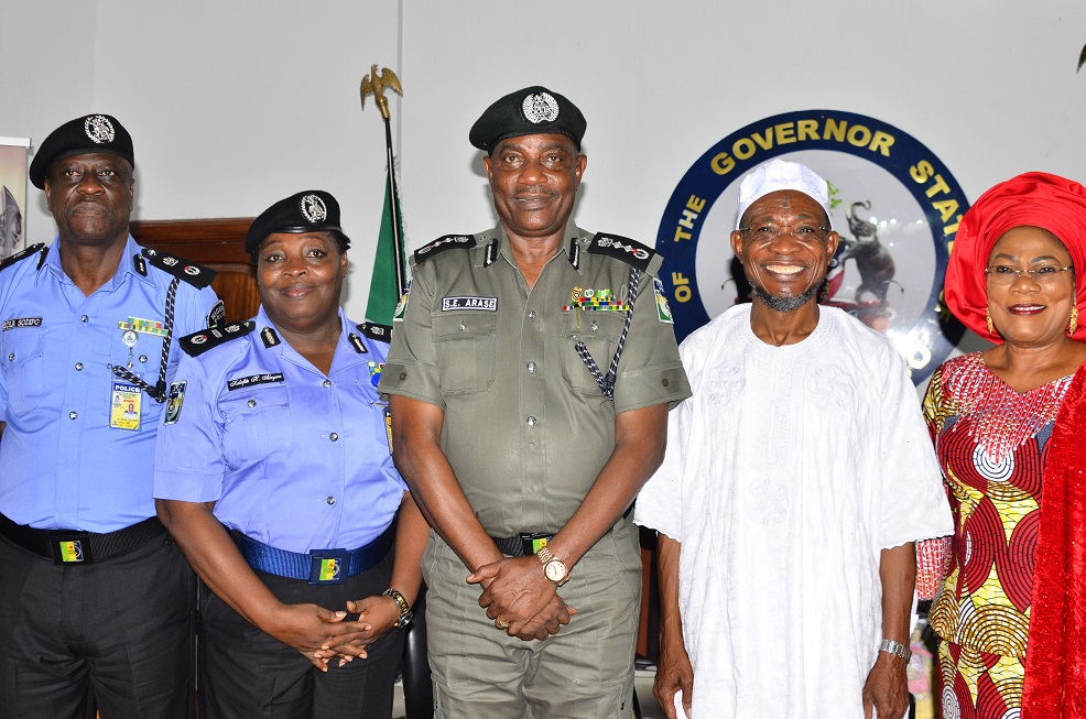 Governor State of Osun, Ogbeni Rauf Araegbesola (2nd right); his deputy, Mrs Titi Laoye-Tomori; Inspector General of Police (IGP), Solomon Arase (3rd left); Assistant Inspector General of Police (AIG), Kalafite Helen Adeyemi (2nd left) and Commissioner of Police (CP), Kola Sodipo, during a courtesy visit to the Governor, at the Government house, Osogbo State of Osun, on Monday 28/092015.