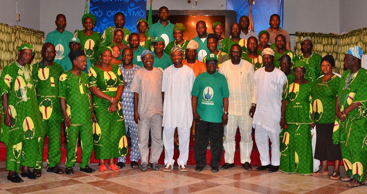 Governor State of Osun, Ogbeni Rauf Aregbesola (middle); President General,  Oranmiyan Worldwide, Prince Felix Awofisayo (6th right), Former Assistant Chief of Staff to the Governor, Barrister Gbenga Akano (6th left), Director of Administration, Oranmiyan Worldwide, Mr. Niyi Aluko (5th left), State Women Coordinator, Oranmiyan Worldwide, Mrs. Olokungboye Temilade (4th left), Former Special Adviser to the Governor on Environment and Sanitation, Mr. Bola Ilori (5th right), Director of Mobilization, Oranmiyan Worldwide, Mr. Lanre Opadoyin (4th right) and others, during a courtesy visit to the Governor, at the Government House, Osogbo.