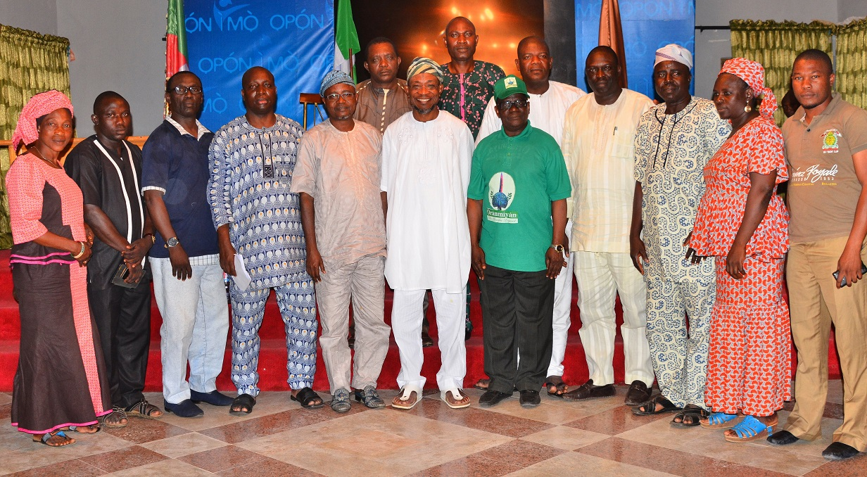 Governor State of Osun, Ogbeni Rauf Aregbesola (middle); President General,  Oranmiyan Worldwide, Prince Felix Awofisayo (5TH right), Former Assistant Chief of Staff to the Governor, Barrister Gbenga Akano (5th left), Director of Administration, Oranmiyan Worldwide, Mr. Niyi Aluko (4th left), Former Special Adviser to the Governor on Environment and Sanitation, Mr. Bola Ilori (4th right), Director of Finance, Oranmiyan Worldwide, Mr. Toyin Orungbe (3rd right) and others, during a courtesy visit to the Governor, at the Government House, Osogbo.