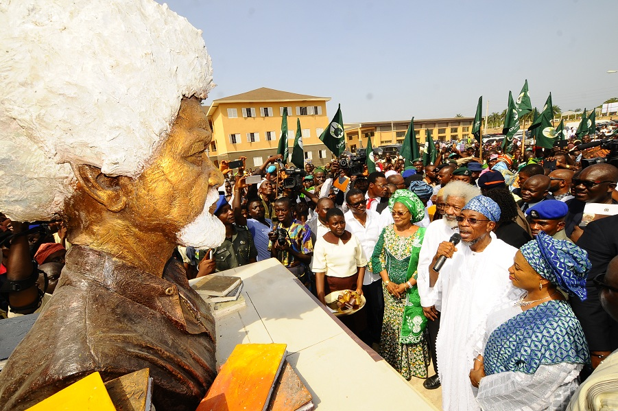 From right, Wife of Osun State Governor, Sherifat Aregbesola; Governor Rauf Aregbesola; Professor Wole Soyinka; Deputy Governor, Mrs Titi Loaye-Tomori and others, during the commissioning of Wole Soyinka Government High School, Ejigbo, State of Osun on Monday 23-11-2015
