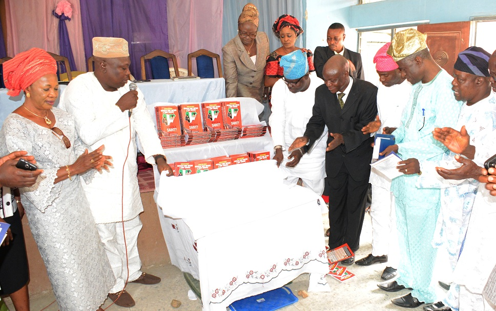 Author of the book and Former Director General of the Osun State Broadcasting Cooperation (OSBC), Prince Adeyeye Oyedokun (in black suit); Director, Bureau of Communications and Strategy, office of the Governor, representing Governor Aregbesola (right side of the author); Mr Adejoke Ajetunmobi, representing Director otlf the National Open University of Nigeria (left), former Commissioner fotlr Information and Strategy, Mr Sunday Akere (2nd let) and others, during a book lunch of a Veteran Journalist, Prince Adeyeye Adedokun, at the NUJ Press Centre, Osogbo, at the weekend
