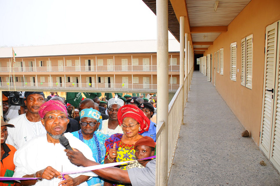 Governor, State of Osun, Ogbeni Rauf aaregbesola; his deputy, Mrs Titi Laoye-Tomori (right); Secretary to the State Government, Alhaji Moshood Adeoti (left); the Olufi of Gbongan, Oba Adetoyese Oyeniyi and others, at the commissioning of Olufi Government Middle School, Gbongan, State of Osun.