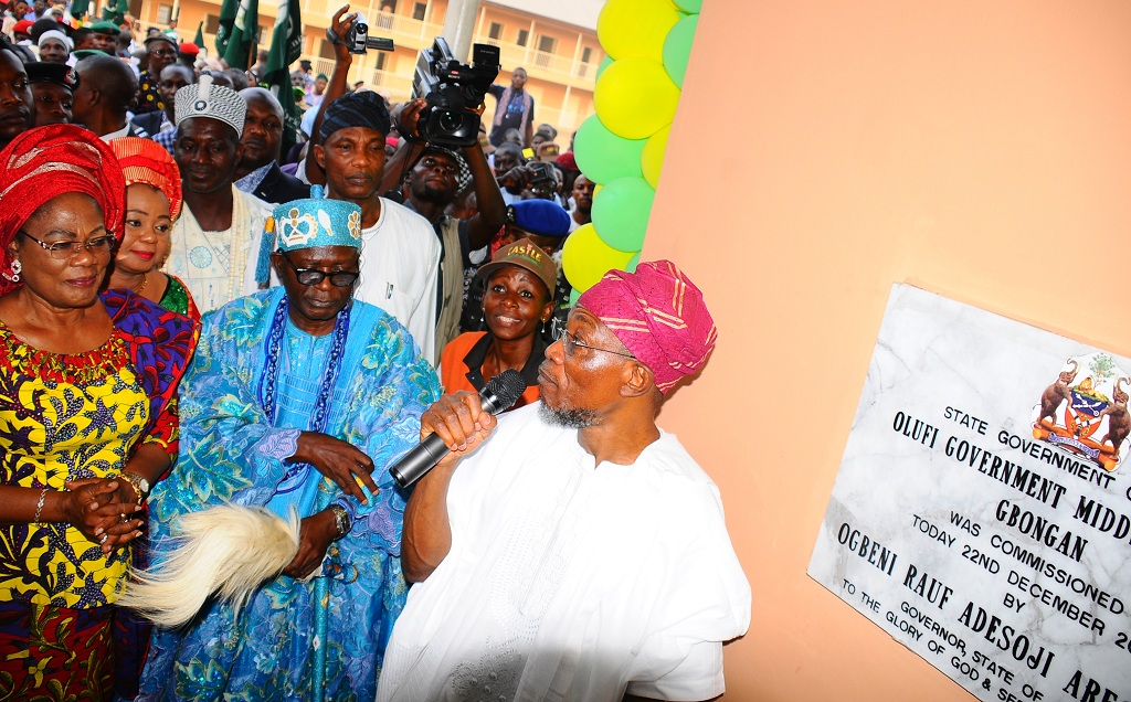 From right, Governor State of Osun, Ogbrni Rauf Aregbesola; Olufi of Gbongan, Oba Adetoyese Oyeniyi; member House of representative, Alhaja Ayo Omidiran; Deputy Governor, Mrs. Titi Laoye-Tomori and others, at the commissioning of Olufi Government Middle School, Gbongan, State of Osun.