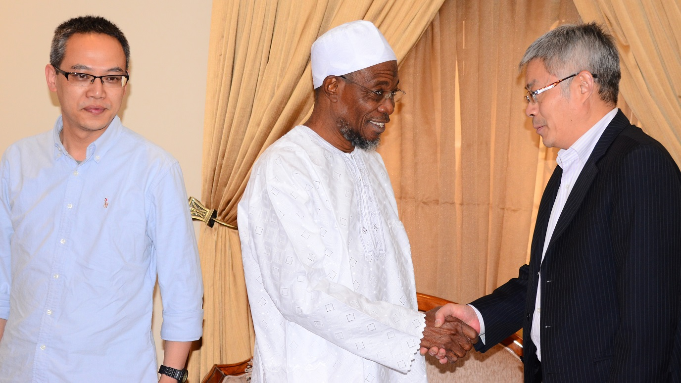 Governor State of Osun, Ogbeni Rauf Aregbesola, exchanging greetings with Chairman High Hope International Group Skyrun Corporation, Mr. Xie Shao. With thrm is the General Manager ofvthr Corporation, Mr. Gu Xi, during a visit to the Governor at his Ikeja Lagos residence on Tuesday 29/12/2015.