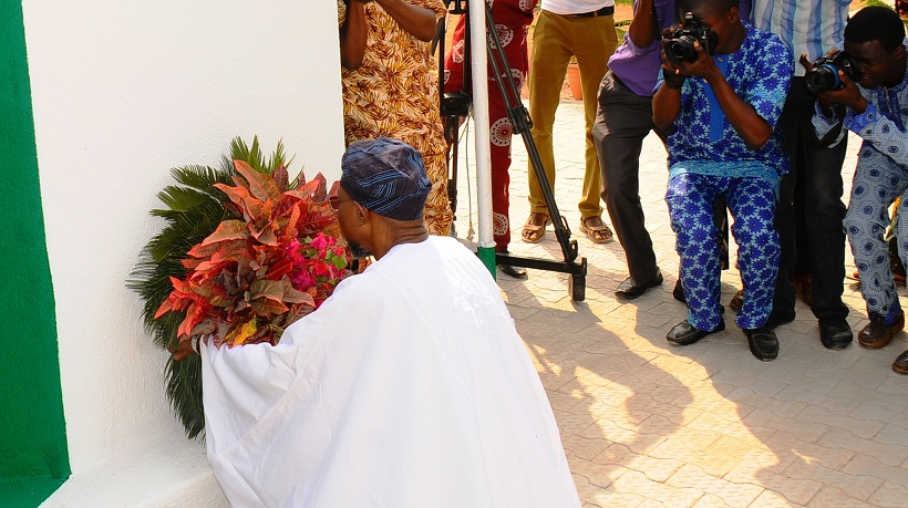 Governor State of Osun, Ogbeni Rauf Aregbesola, laying the wreath, during the 2016 Armed Forces Remembrance Day in Osogbo on Friday 15-01-2016
