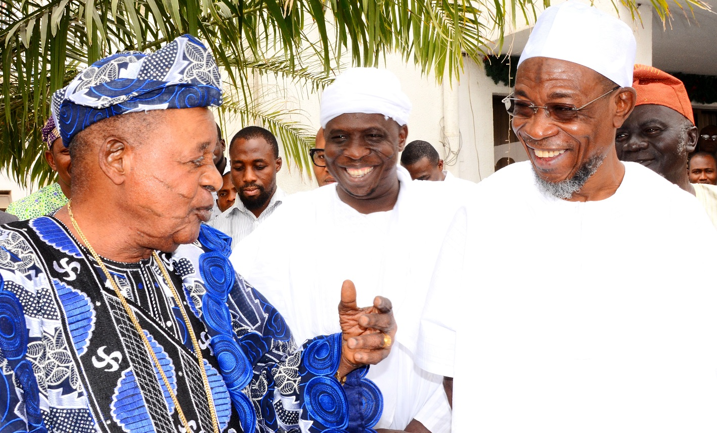 Governor State of Osun, Ogbeni Rauf Aregbesola (right),  the Alaafin of Oyo, Oba Lamidi Olayiwola Adeyemi (left) and Imam Daud imran Tijani (middle),during the conferment of Omoluabi of Yorubaland title on Aregbesola by Alaafin,at Government House, Osogbo,on Tuesday 05/1/2016.