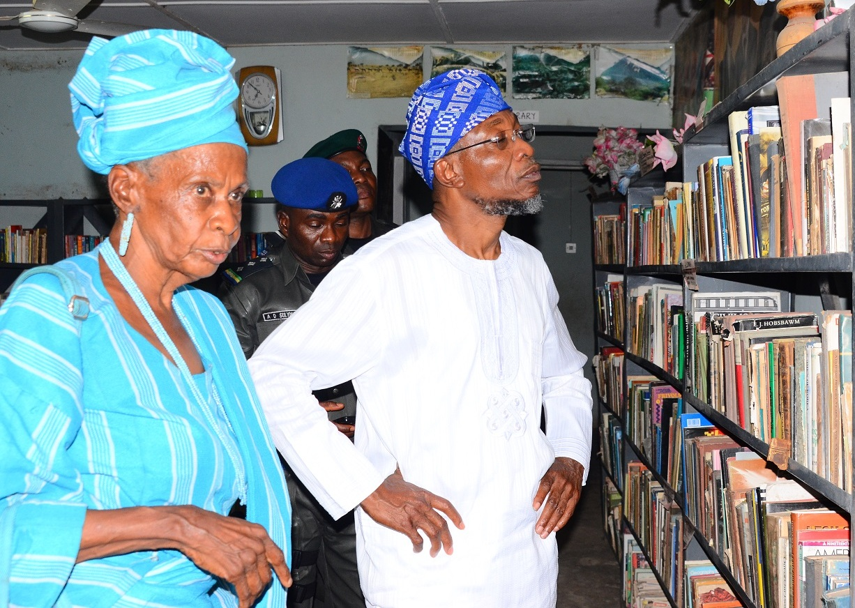 Governor State of Osun, Ogbeni Rauf Aregbesola (right) and African Cultural Promoter, Yeye Akilimali Funma Olade (middle), during a visit to African Heritage Research Library and Cultural Centre, Adeyipo Village, Ibadan, Oyo State, on Tuesday 19-01-2016.