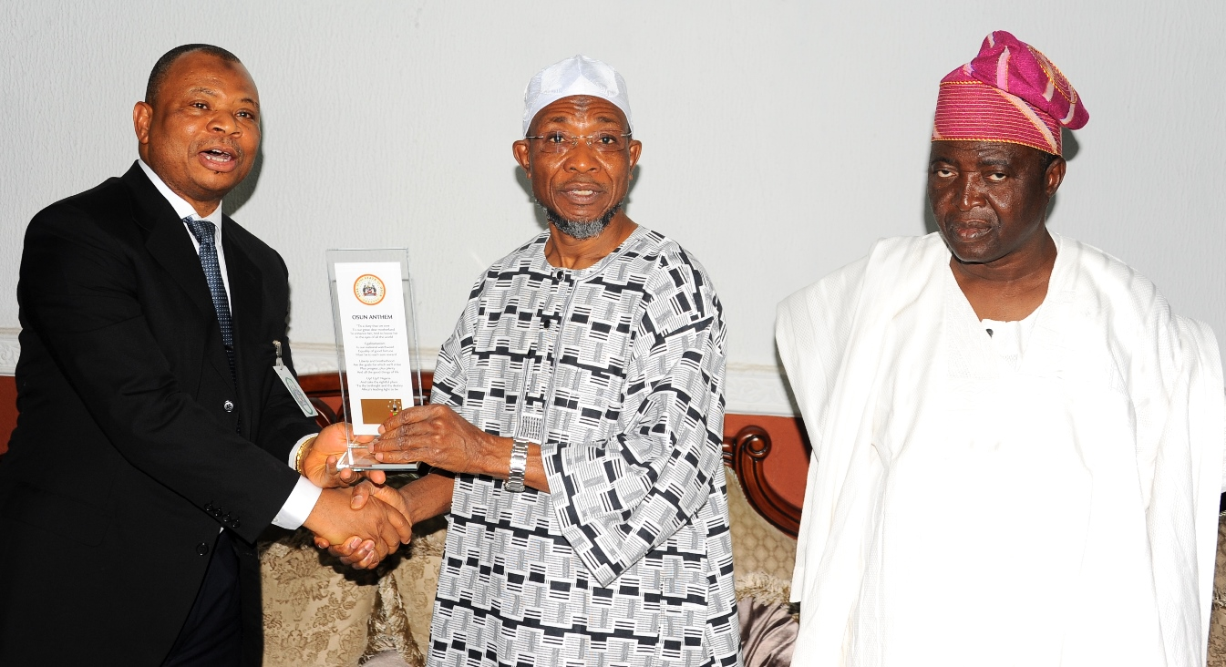 Governor State of Osun, Ogbeni Rauf Aregbesola (right); Presenting a gift to the Chairman Board of Trustees Fountain University, Alhaji Abdulwaheed Adeola (2nd left) and a Member Board of Trustees, Senator Bayo Salami, during the Courtesy visit to the Governor by Board of Trustees and Governing Council of the Fountain University, Osogbo at the Government House on Monday 11-1-2016