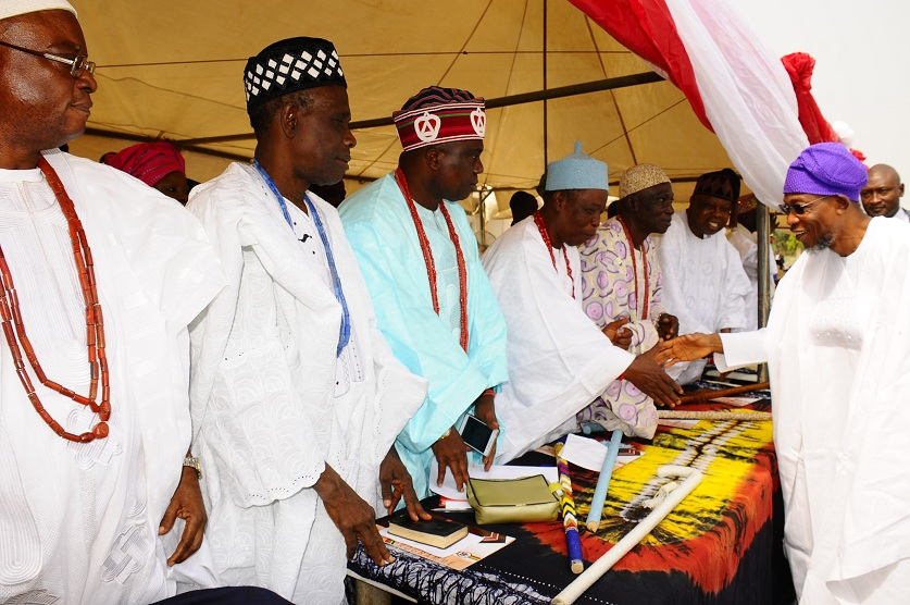 Governor State of Odun, Ogbeni Rauf Aregbesola, exchanging greetings with the Traditional Rulers, at the Inter-Religious Service for the New Year 2016, held at the State Secretariat, Abere, Osogbo on Monday 04-01-2016