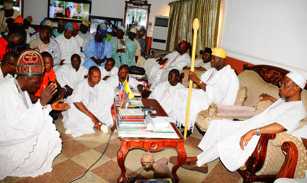 Head of Council in Charge of 2001 deities in Ile-Ife, the Obadioo of Ife (left), paying Traditional Homage before the Ooni of Ife, Oba Adeyeye Enitan Ogunwusi (2nd right). With him are Governor Rauf Aregbesola of Osun (right) and some of the Taditional Chiefs and Obas in Ife, during a visit to the governor, at the Government House, Osogbo on Wednesday 01-06-2016