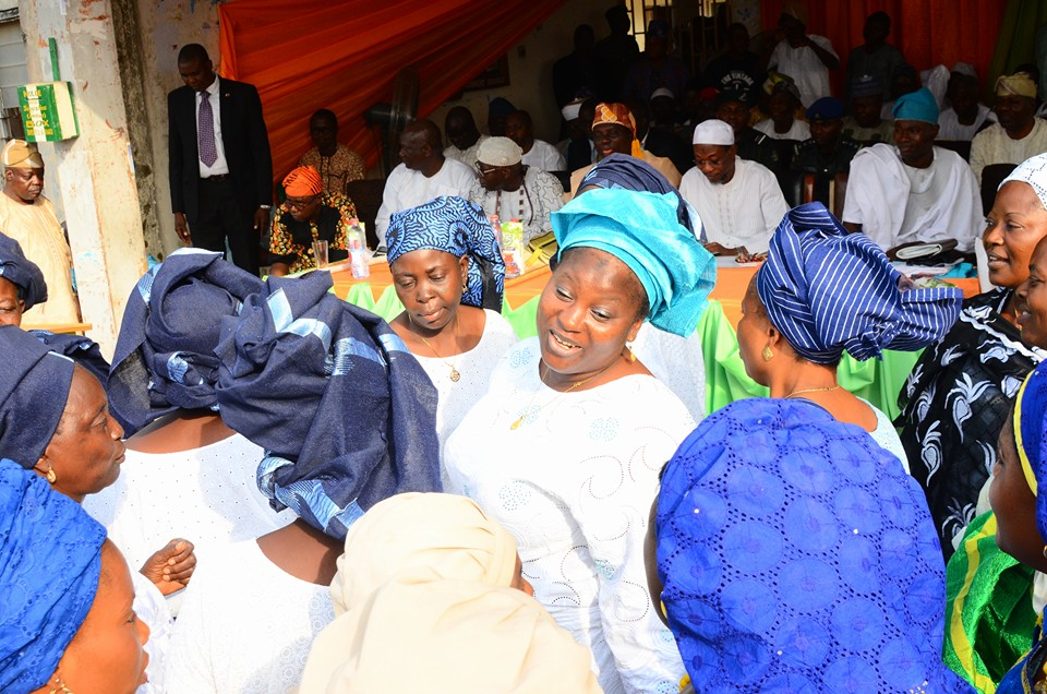 The women of Bopire LGA showed their appreciation to governor Aregbesola, singing his praises.
