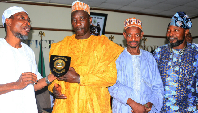 Governor State of Osun, Ogbeni Rauf Aregbesola (left) presenting the State Emblem to the Chairman, Osun State Butchers Association, Alhaji Sulaiman Adebimpe (2nd left); with them are: Chairman, Osun State Cow Dealers Association, Alhaji Usman Garba (2nd right) and Hon. Akeem Balogun (right), during the interactive session with Governor Aregbesola in his office, Government Secretariat, Abere, Osogbo, on Tuesday 16-02-2016.