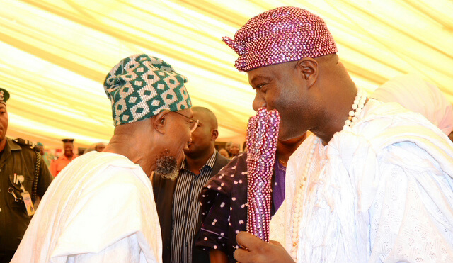 Ogbeni Rauf Aregbesola and the Ooni of Ife, Oba Enitan Adeyeye exchanging pleasantries.